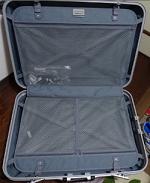 スーツケース 開いたところ